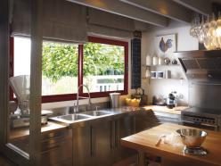 Fenêtre coulissante 2 vantaux H1050 L2200 mm, rouge RAL 3004 Texturé monocolore, poignée de manœuvre noire.